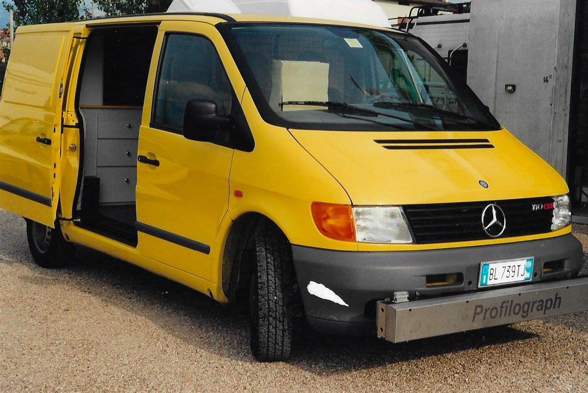 Ufficio-mobile-su-Mercedes-1